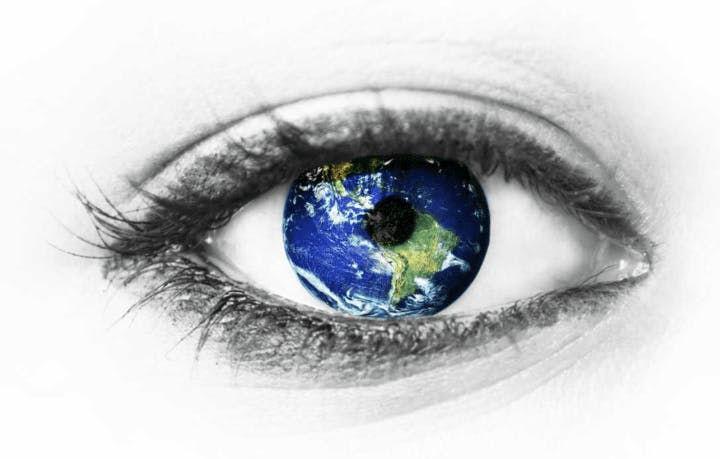真実を見つめる眼