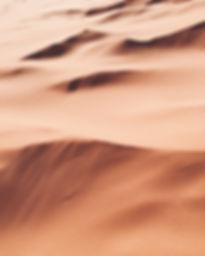 Photos de dunes de sable évoquant le sol martien.