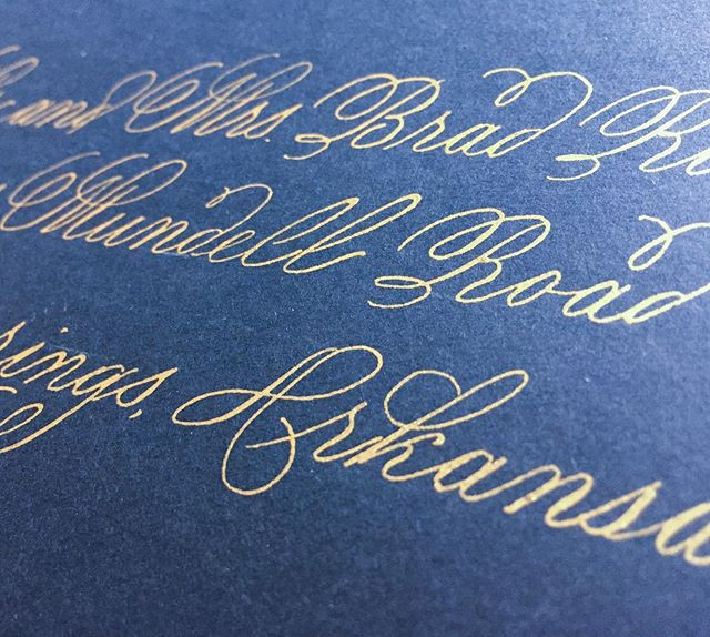 I will never tire of gold on navy envelo