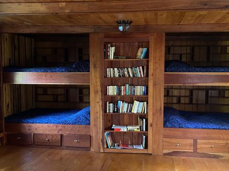 Cabin Bunk Beds: Queen