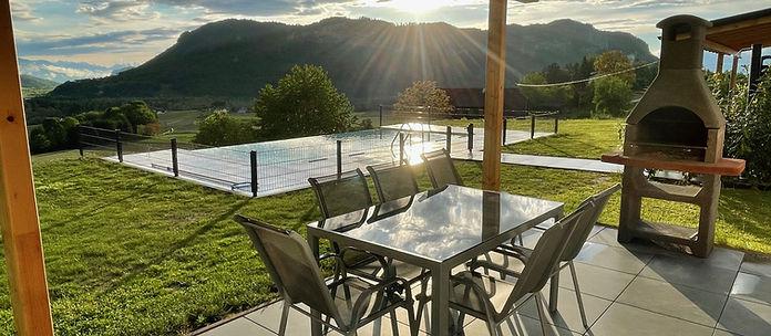 Infinity Pool Grill Terrasse.jpg