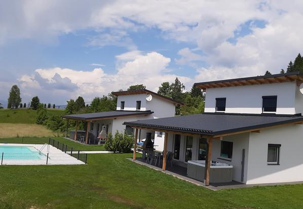 Ferienhaus Terrasse Pool.jpeg