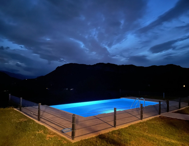 Infintiy Pool Licht Nacht.jpg