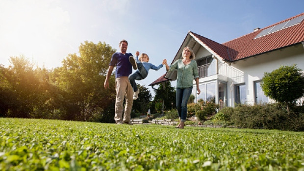 Elizabeth Dunn says that our homes can affect our happiness; but size and price aren't the main issues. (Getty Images/Westend61)