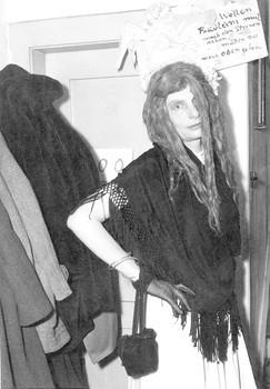Die langen Haare, Hilde Thon im Fasching, Fotografie, undatiert