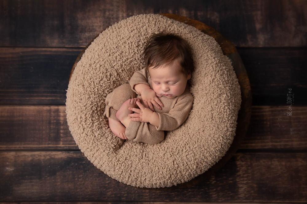 """Ben je zwanger en op zoek naar een newborn fotograaf, dan help ik je graag in jouw zoektocht. In deze blog gaan we dieper in op het aspect """"Kwalificatie, training en opleiding"""""""