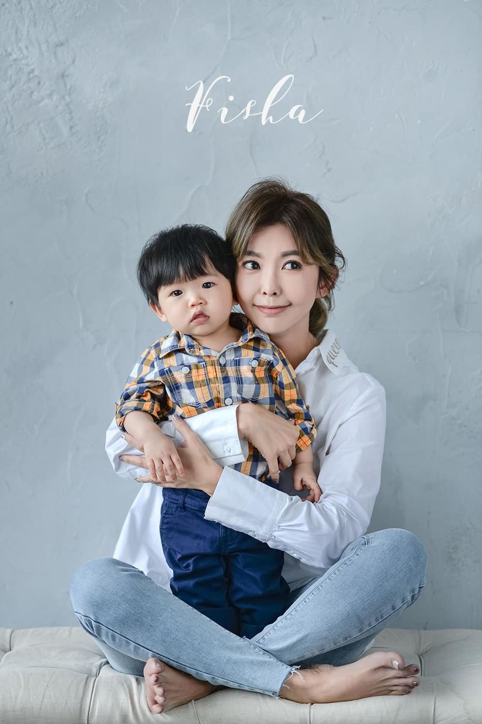 甜心主播/藝人芳瑜Fisha,跟可愛的張家誠寶寶來拍親子寫真