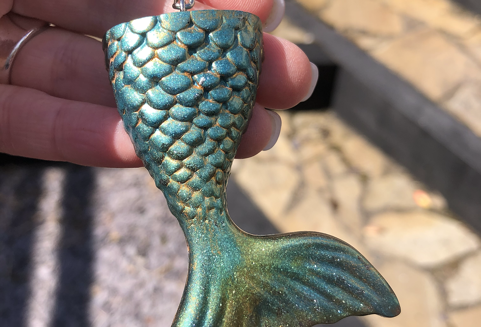 Mermaid Tail Keychain (green)