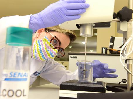 Senai ajuda indústrias a produzir álcool em gel com qualidade