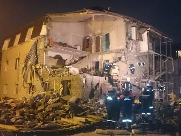 В результате взрыва газа в Красноярске обрушился жилой дом, двое погибших