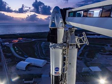 В США состоялся успешный запуск ракеты Falcon 9 с двумя астронавтами на борту в капсуле Crew Dragon
