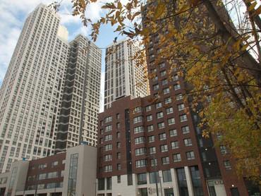 Большую долю затрат в многоэтажной стройке составляют земля и банковские проценты