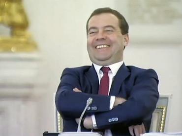 Медведев-ответчик в суд о компенсации вреда отповышения пенсионного возраста пока не явился