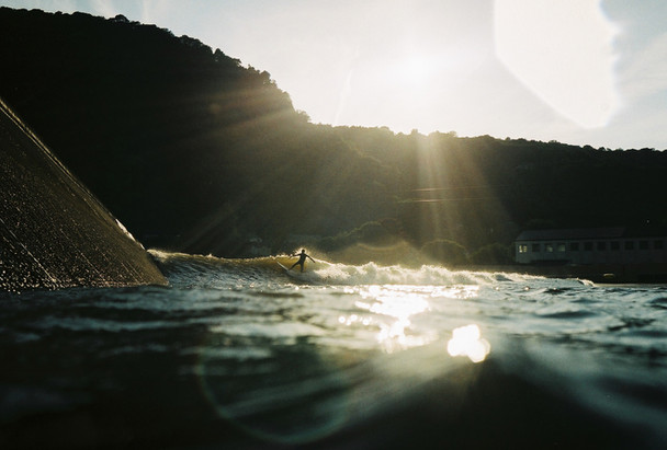 life-out-there-photography-adventure-parc-snowdonia-water-level-surf-photography-nikonos-film-35mm-analog-snowdonia-wavepool