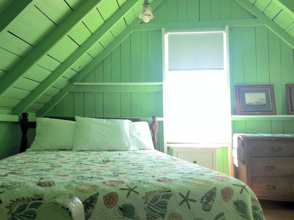 greenbedroom.jpg