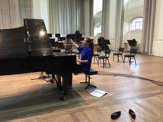 В церкви фортепьянная музыка волшебна