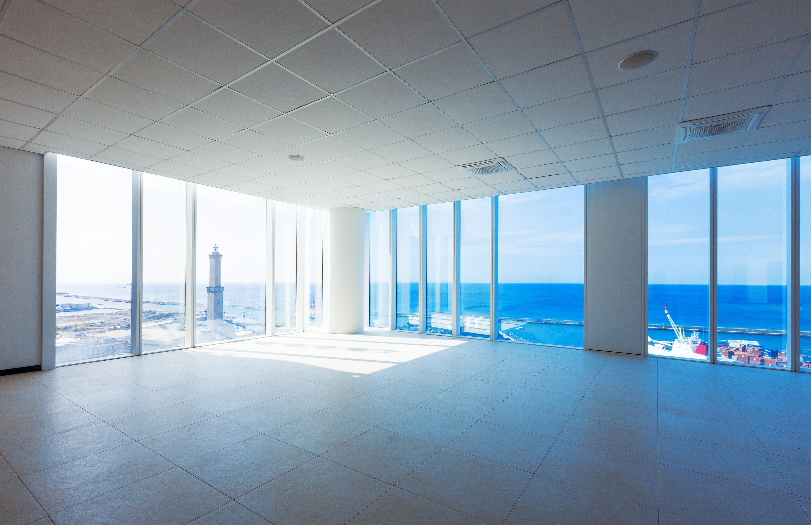 Empty room with big panoramic window.jpg