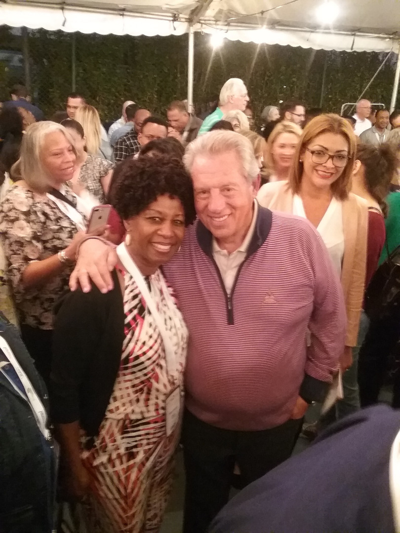 Dr. Cheryl with John C. Maxwell in Costa