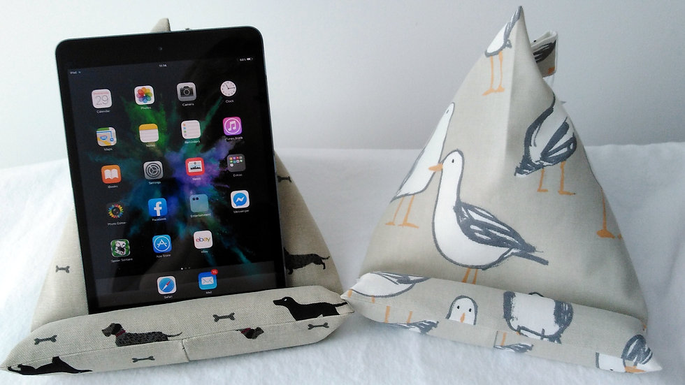 iPad/Tablet Rest - Dogs or Seagulls