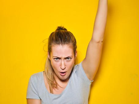 Tus brazos ¿refuerzan tu mensaje o baten huevos?