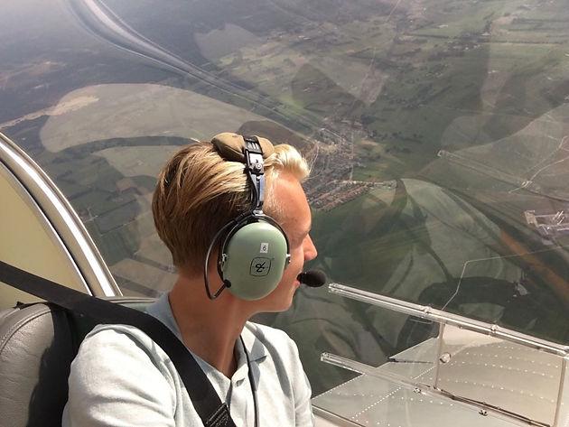 Vliegen Voor Jongeren Al Drie 16 Jarigen Vliegen Solo