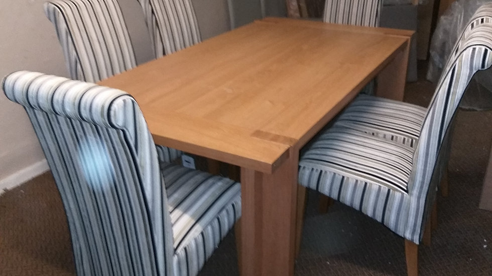 Solid oak extending dinning table with six chairs
