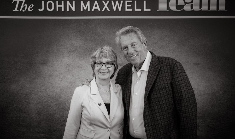 PHOTO LUCIE WITH JOHN MAXWELL CDR_HS_LUN