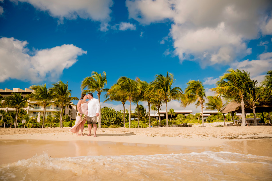 Wedding photoshoot at Royalton Riviera Cancun by Santamaria