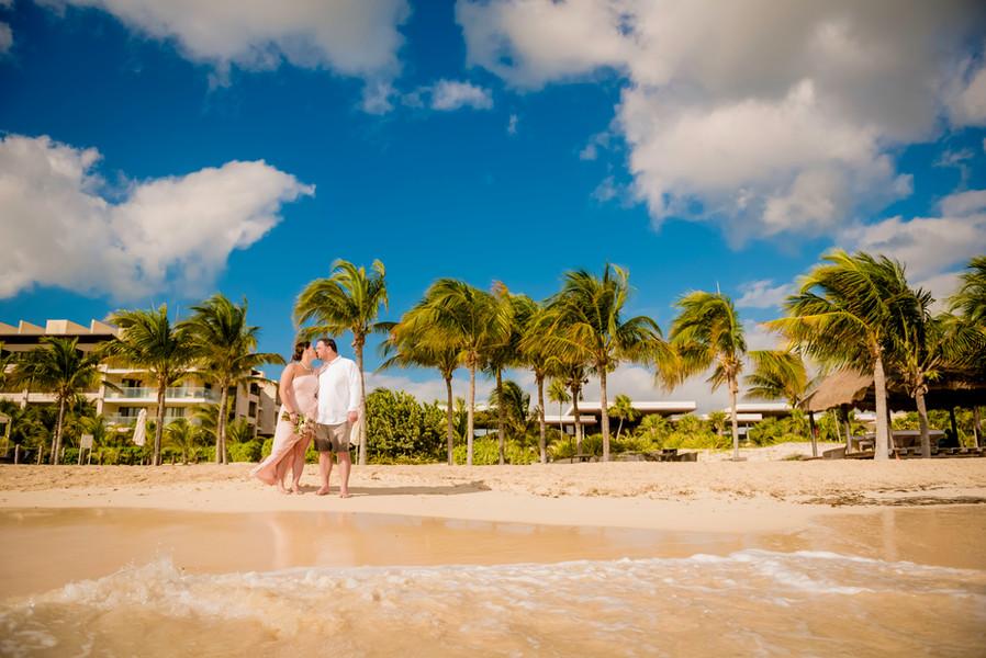 Wedding photoshoot at Royalton Riviera Cancun by Santamaria
