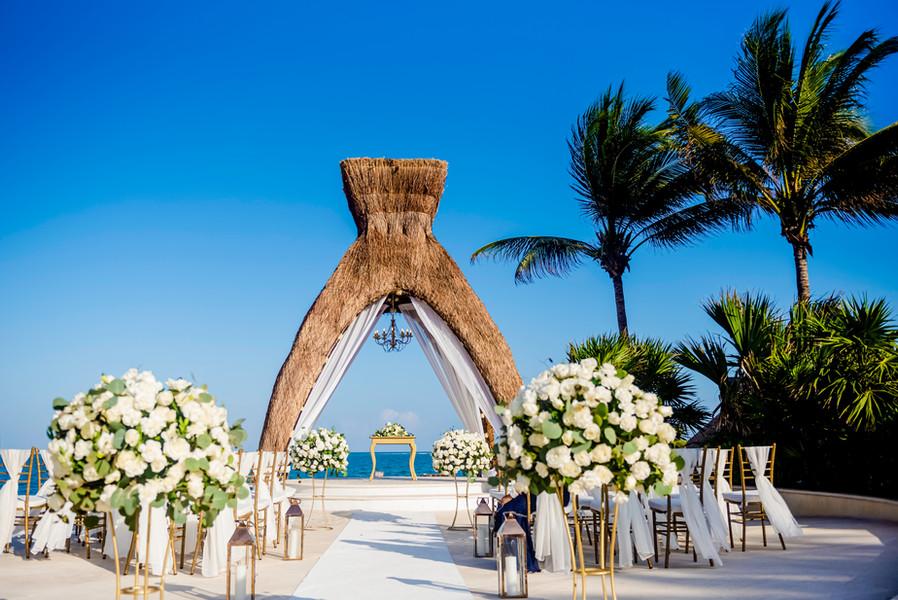 Gacebo in Dreams Riviera Cancun by Santamaria Team