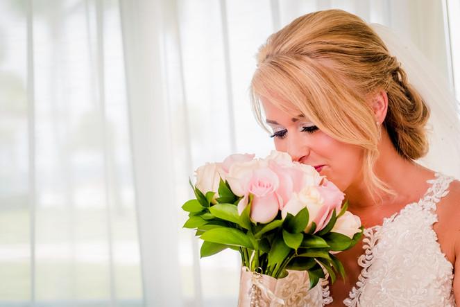 The bride getting ready at Moon Palace Cancun by Santamaria Team