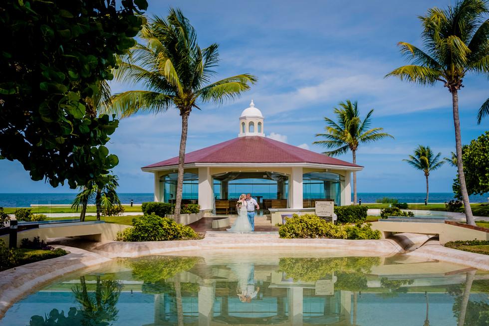 Wedding Photoshoot at Moon Palace Cancun by Santamaria Team