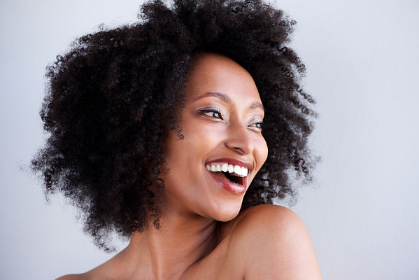 beautiful-black-woman-with-curly-hair-la