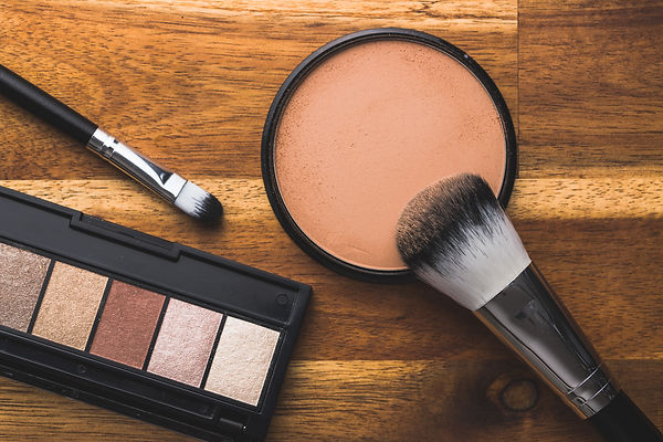 the-makeup-powder-and-brush-make-up-acce