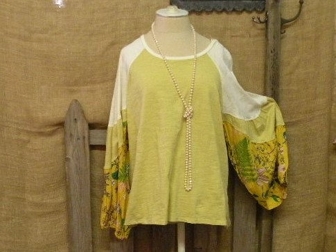 Mustard tunic top w/floral flair sleeves