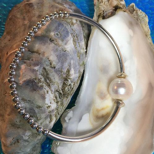 Heavy curve pearl bracelet
