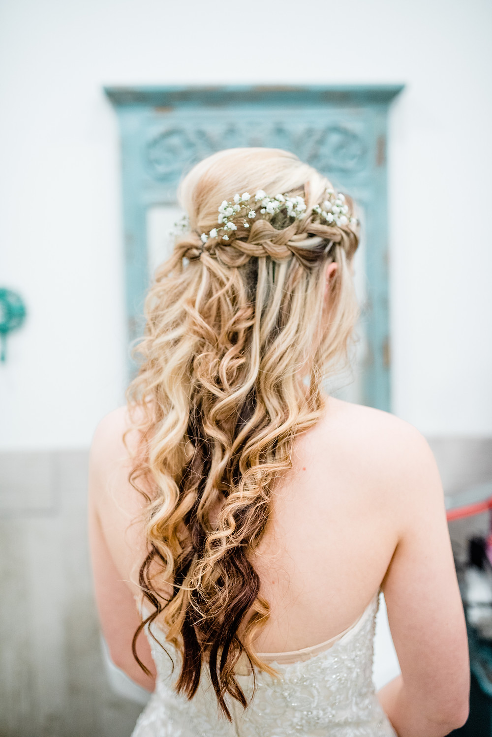 curled bridal Hair style with baby's breath