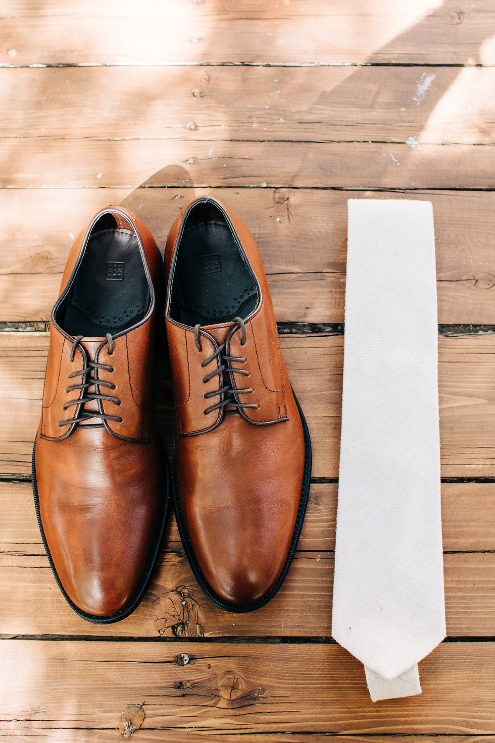 groom shoes and tie details