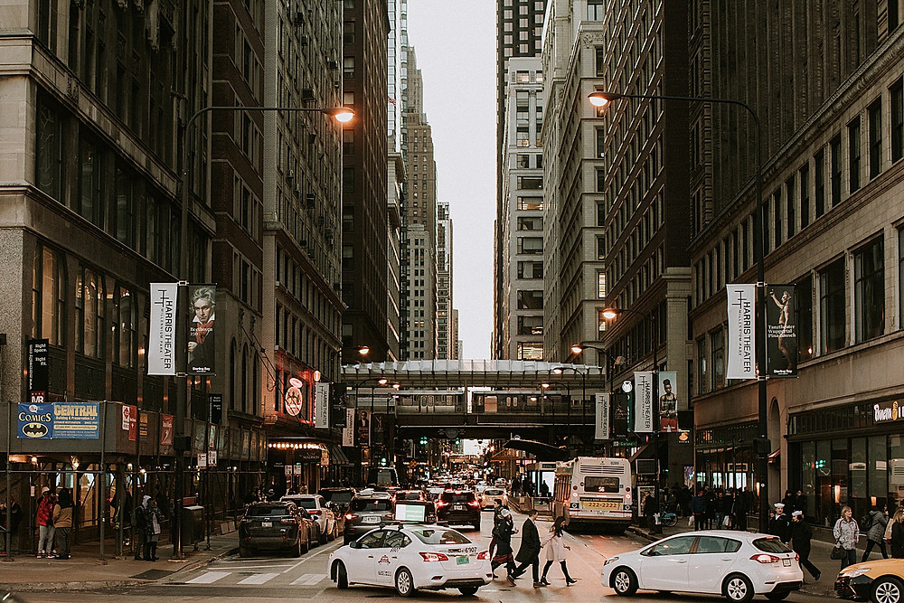 Picture of Downtown Chicago traffic and stores