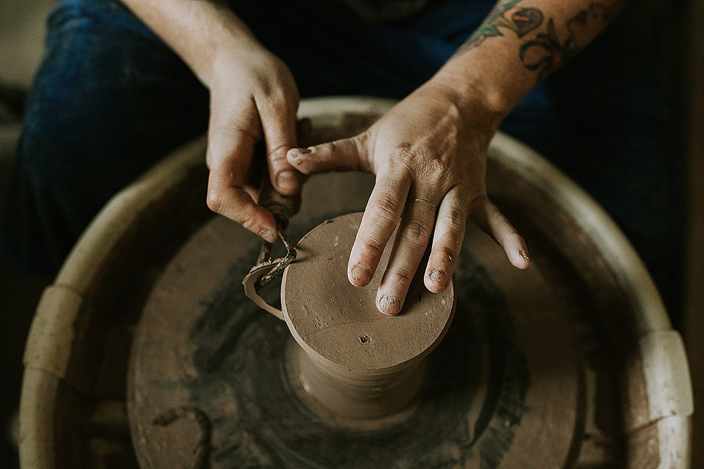 Making ceramic mugs