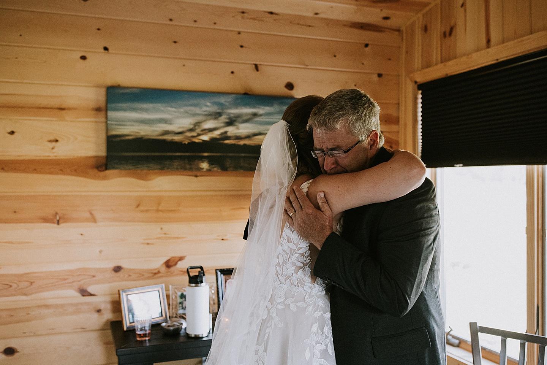 Bride hugging her dad before wedding