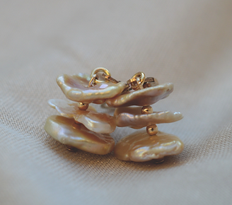 Freshwater pearls earrings with gold filled closure. real pearls jewelry