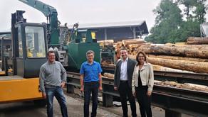 Mechthild Heil und Torsten Welling besuchen Holzbauunternehmen