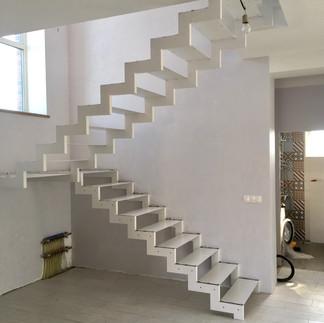 Металлическое основание лестницы