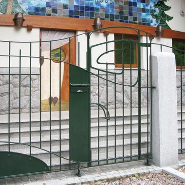 Кованые ворота, окрашенные