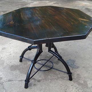 Уличный стол кованый