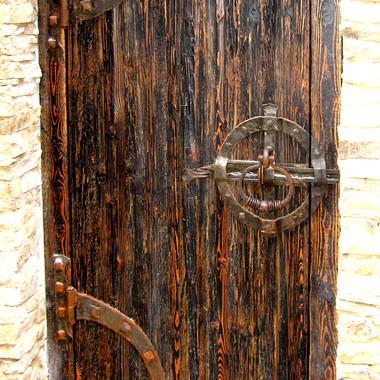 Кованая фурнитура на дверь