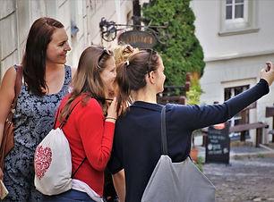 selfie-4521579_1920.jpg