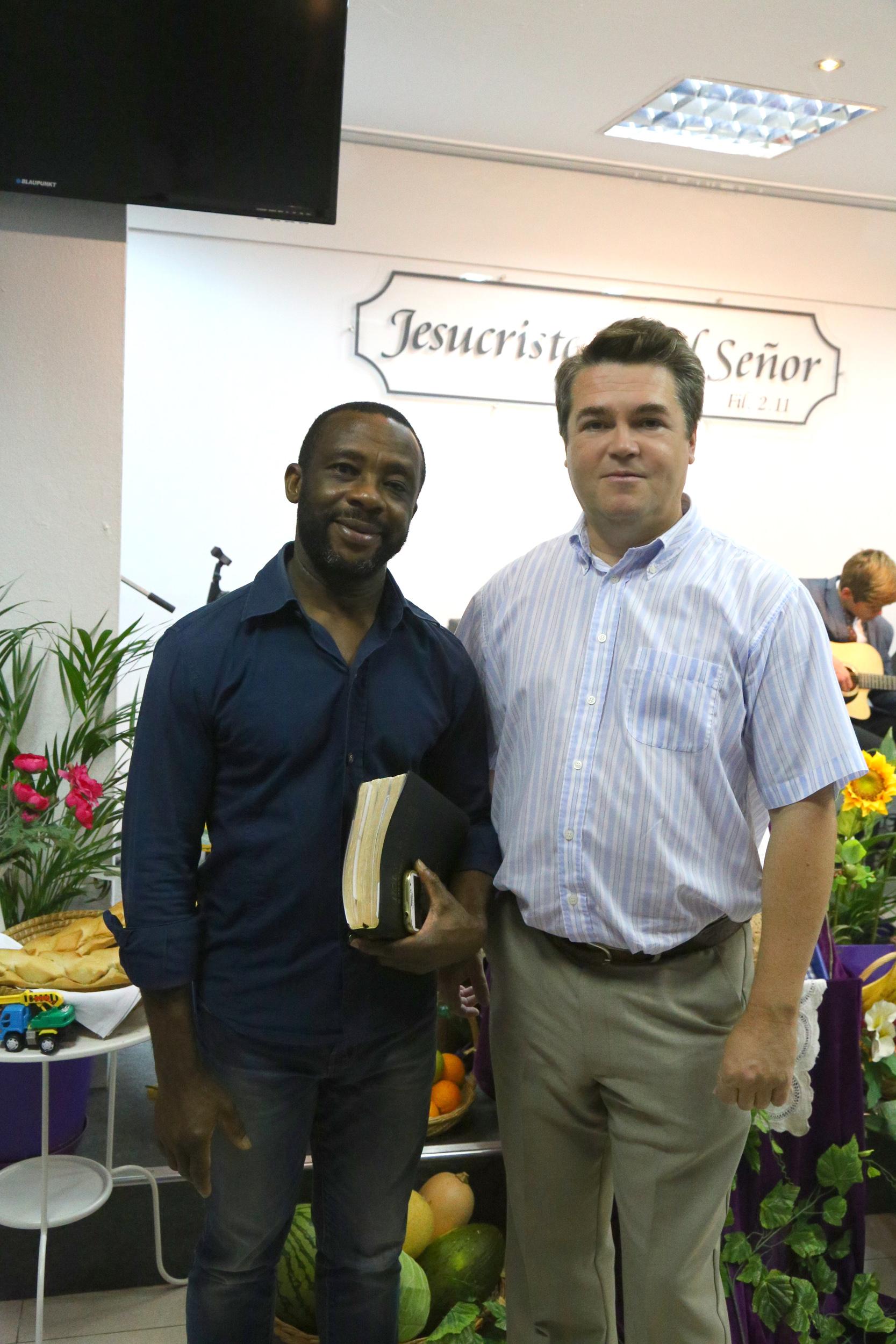 с братом Харрисоном из Нигерии