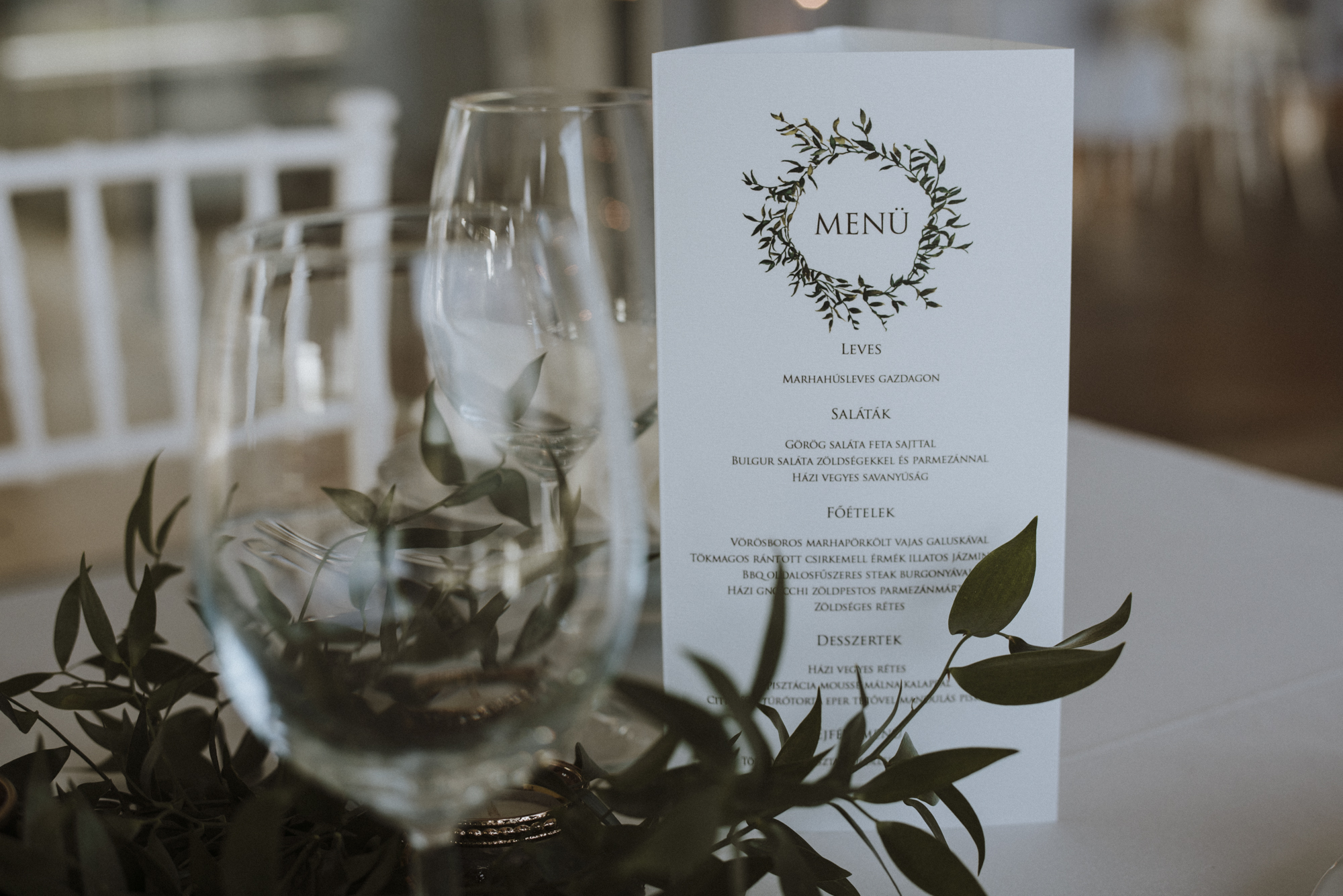 Table arrangement with menu card
